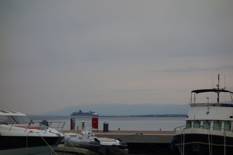 Kreuzfahrtschiff auf dem Weg nach Zadar