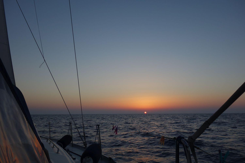 Der erste Sonnenuntergang der Überfahrt
