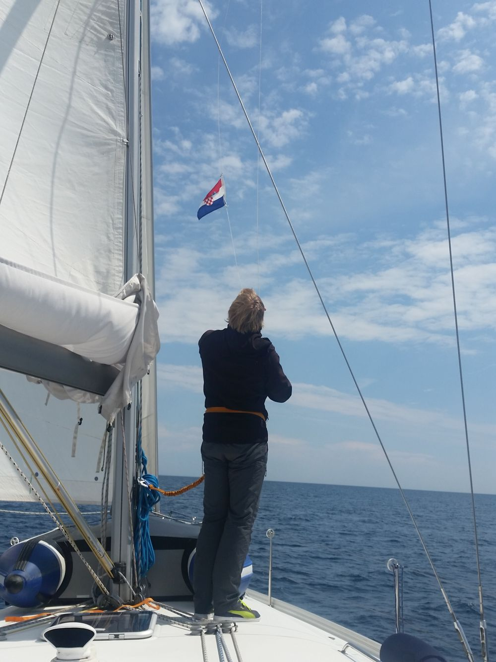 Stefan hisst die kroatische Flagge