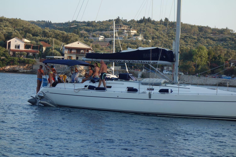 Eingesaugt - Dinghy unter Boot